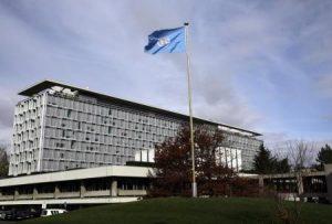 صورة من أرشيف رويترز لمقر منظمة الصحة العالمية في جنيف.